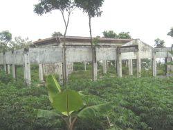 Sekretariat utama bumi perkemahan yang tinggal puing