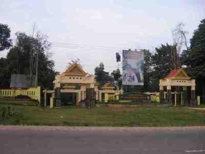 Gerbang Taman Hutan Raya Sultan Syarif Hasyim Riau