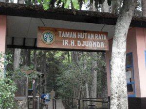 Pintu Gerbang Taman Hutan Raya Ir. Juanda Bandung
