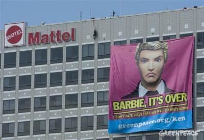 Spanduk Barbie rusak hutan