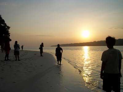 Senja di pulau Peucang