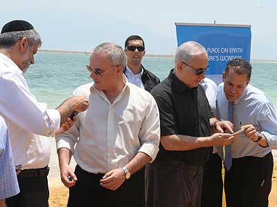 Perdana Menteri Israel memberikan vote untuk Laut Mati