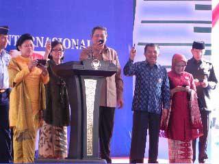 Presiden Indonesia melakukan vote untuk Komodo