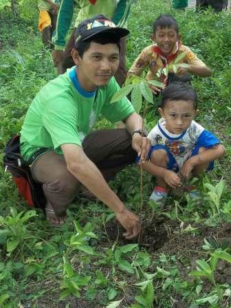 menanam pohon