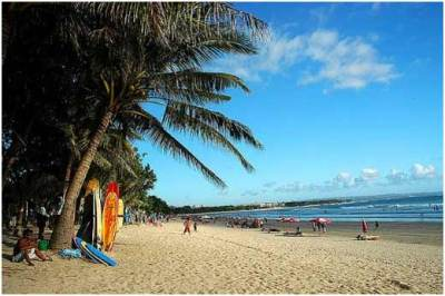Pasir putih di pantai Kuta Bali