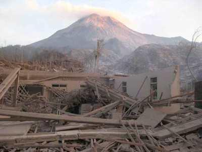 Keusakan lingkungan yang diakibatkan oleh gunung meletus