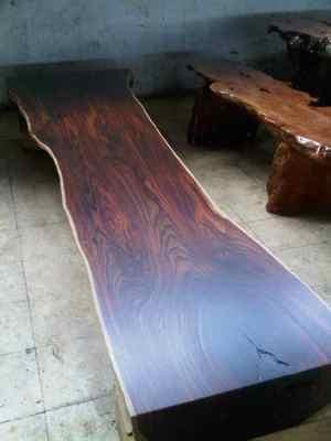 Kayu Sonokeling memiliki tekstur serat kayu yang indah